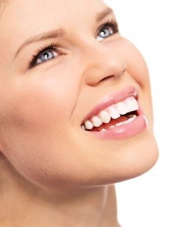 dentition: Ritratto di odontoiatria femminile con sorriso perfetto Dental o denti cura concetto aperto isolato su uno sfondo bianco