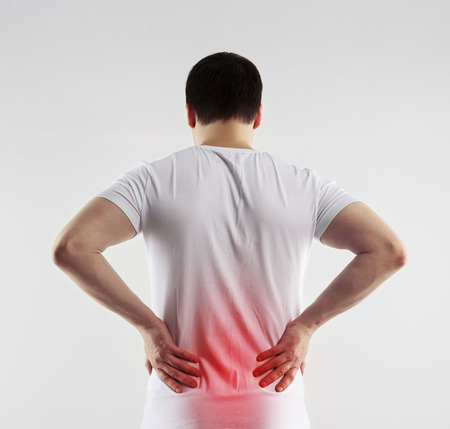 Lendenen ontsteking op mannelijk lichaam aangeduid met rode vlek. Gezondheidszorg en geneeskunde concept.