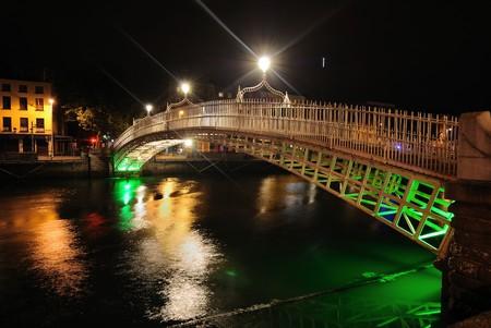 El r�o Liffey en Dubl�n, Irlanda.  Foto de archivo