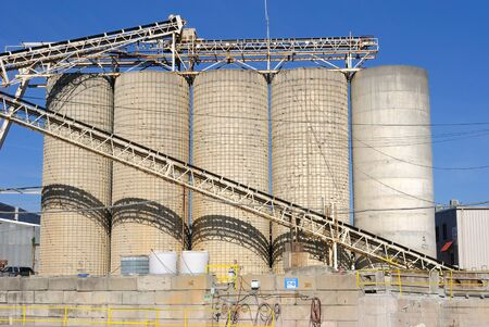 An industrial cement processing facility. Stock fotó