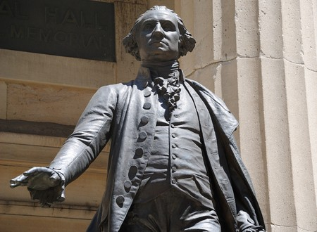 Eid: George-Washington-Statue in Federal Hall in New York City.