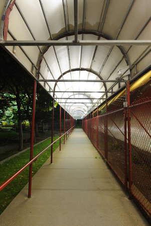 An illuminated covered sidewalk at night. 版權商用圖片