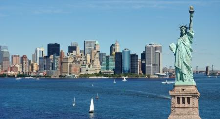 Standbeeld van de vrijheid en de Skyline van New York City Stockfoto