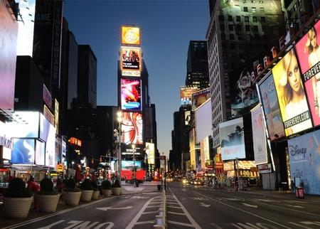 -NEW YORK 5 SEPTEMBER: Een zeldzame uitzicht op de stad Van een lege Times Square, meestal een van de drukste commerciële wijken in de wereld, 5 September 2010 in New York, NY.