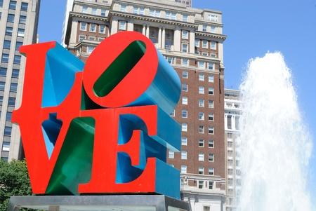 Love Park in Philadelphia beschikt over een gigantisch standbeeld van de liefde. 30 Mei 2010 in Philadelphia, PA. Redactioneel