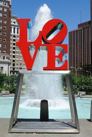 Love Park in Philadelphia beschikt over een gigantisch standbeeld van de liefde. 30 Mei 2010 in Philadelphia, PA.