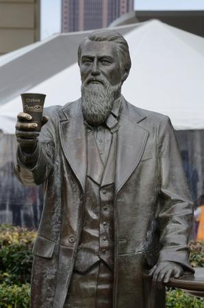 uitvinder: Atlanta, Georgia - 21 februari 2011: Een standbeeld van John Pemberton, de uitvinder van Coca-Cola, in Atlanta Georgië.