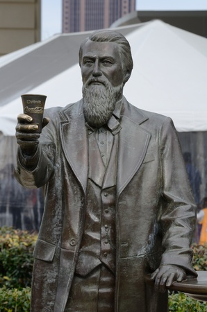 Atlanta, Georgia - 21 februari 2011: Een standbeeld van John Pemberton, de uitvinder van Coca-Cola, in Atlanta Georgië.