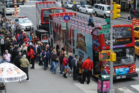 Passengers boarding double decker tour buses in Times Square, New York City. October 3, 2010. 新聞圖片