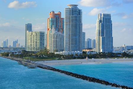 Skyline van de luxe hoge stijging appartementen op South Beach in Miami, Florida.