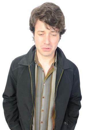 mirada triste: Un hombre adulto con una mirada triste en su cara