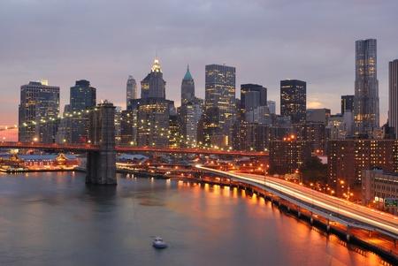 맨해튼과 브루클린 다리의 스카이 라인 스톡 콘텐츠