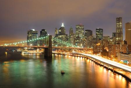 Skyline di Manhattan e Brooklyn Bridge Archivio Fotografico - 9428632