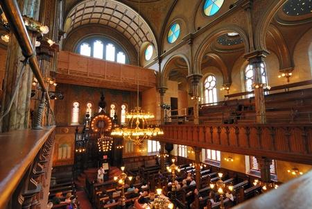 lower east side: El interior si la sinagoga de la calle Eldridge en el Lower East Side de Manhattan. 6 De junio de 2010.