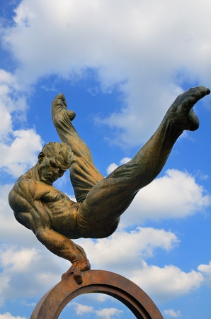 centennial: Atlanta, Georgia - 11 maggio 2011: The Flair � una scultura di ginnastica creata da Richard MacDonald per Centennial Olimpiadi di Atlanta 1996.