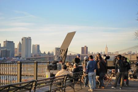 Brooklyn, New York - 12 april: Een Japanse filmploeg aan het werk op Brooklyn Heights Promenade 12 april 2010 in Brooklyn, NY.