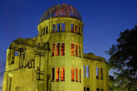 bombe atomique: Le Dôme atomique d'Hiroshima était l'ancien hôtel de promotion industrielle, détruite par la première bombe atomique dans la guerre, le 16 août 1945 à Hiroshima, au Japon.