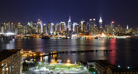 midtown: New York City skyline viewed from Weehawken, New Jersey.
