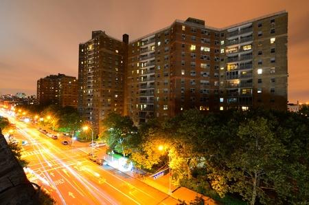 lower east side: Colocada a lo largo de la Avenida 1o en el Lower East Side de Nueva York.