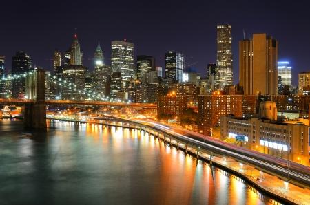 Blick auf Downtown New York und Brooklyn Bridge