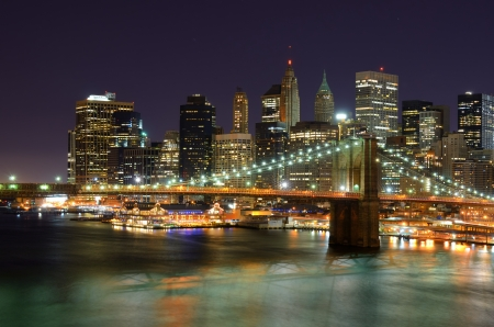 Pohled na Downtown New Yorku s dramatickými mraky.