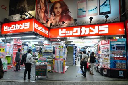 electronics store: TOKYO - 5 luglio: Bic Camera negozio di elettronica 5 Luglio 2011 a Tokyo, JP. Il consumatore discount di elettronica gestisce attualmente 39 sedi in tutto il Giappone. Editoriali
