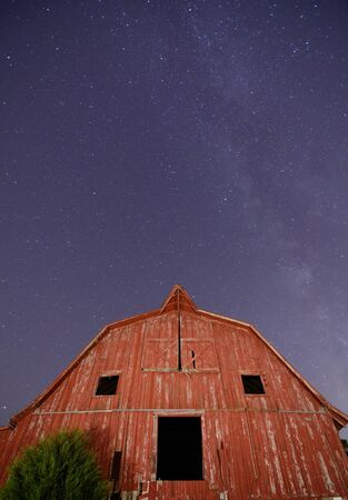 Abandoned barn with the milkyway overhead. Stock Photo - 10930376