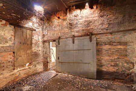 oude zanderige verlaten fabriek interieur