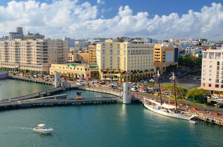 Skyline van San Juan, Puerto Rico Redactioneel