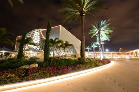 st  pete: ST. PETERSBURG, FLORIDA - dicem BER 26: L'esterno dell 'Salvador Dali Museum 26 DICEMBRE 2011 a St. Pete, FL. Il museo ospita la pi� grande collezione al di fuori dell'Europa delle opere di Salvador Dal. Editoriali
