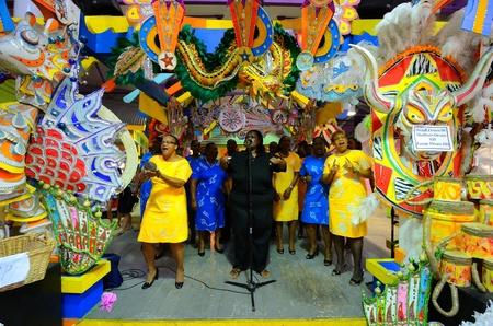 Nassau, Bahama's - 1 januari 2012: Gospel Singers verwelkomen de bezoekers van de haven van Nassau, Bahama's.