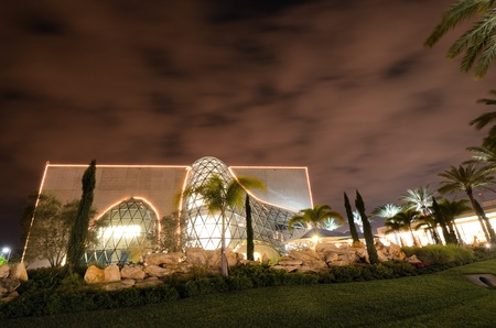 st  pete: ST. PETERSBURG, FLORIDA - DECEM BER 26: Exterior of the Salvador Dali Museum December 26, 2011 in St. Pete, FL. The museum  houses the largest collection outside Europe of the works of Salvador Dal�. Editorial