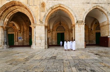 Muslim pilgrims infront of Al Aqsa Mosque in Jerusalem, Israel. Imagens - 12368497