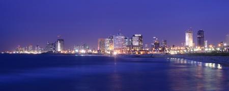 israeli: Horizonte de Tel Aviv, Israel a lo largo de la costa mediterr�nea.