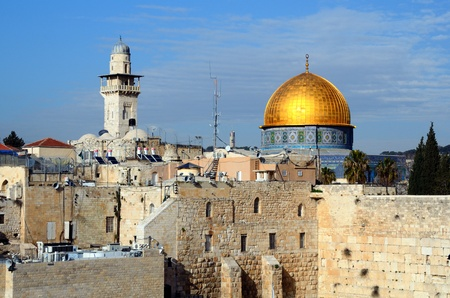 promised: The Western Wall, also known at the Wailing Wall, is the remnant of the ancient wall that surrounded the Jewish Temples courtyard in jerusalem, Israel. Dome of the Rock is a Muslim Shrine located on the Temple Mount. Stock Photo