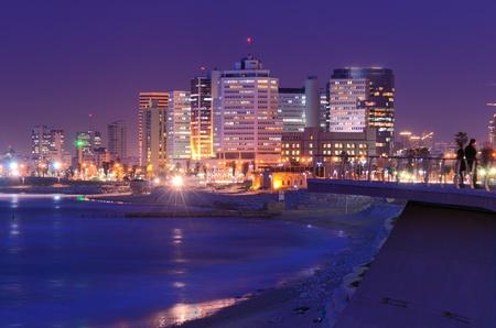 지중해 해안을 따라 텔 아비브, 이스라엘의 스카이 라인.