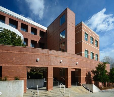 the school building: Detalle de un edificio acad�mico moderno Editorial