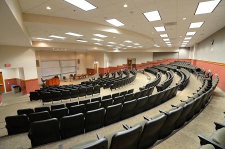 Interieur van een college collegezaal Redactioneel