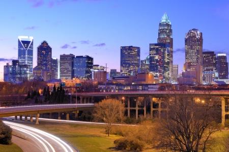 horizonte de Uptown, el distrito financiero de Charlotte, Carolina del Norte Foto de archivo
