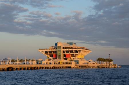 st  pete: Il molo di St. Pete, Florida Editoriali