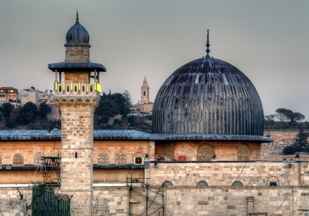 Al Aqsa Mosque, the third holiest site in Islam, with Mount of Olives in the background in Jerusalem, Israel. Imagens - 12890205