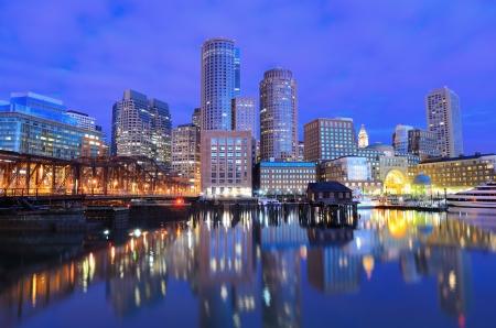 보스턴의 금융 지구, 메사추세츠 보스턴 하버에서 볼. 스톡 콘텐츠
