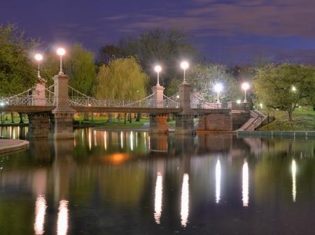 boston: Lagoon Bridge and skyline of Boston, Massachusetts fromthe Boston Public Gardens.