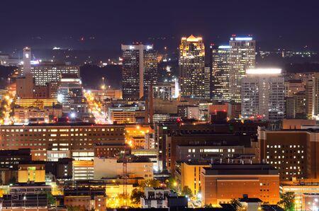Metropolitan Skyline of downtown Birmingham, Alabama, USA. Imagens