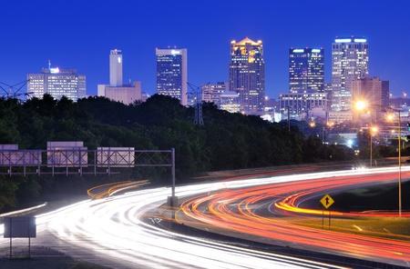 Horizonte de Birmingham, Alabama, desde arriba la carretera interestatal 65. Foto de archivo - 13429165