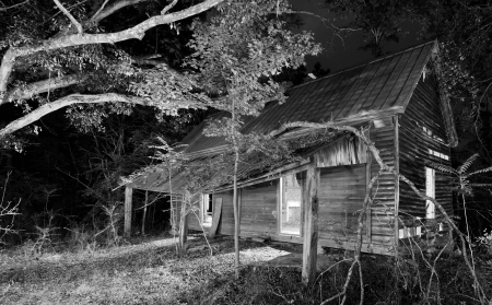 old spooky house in the woods Stok Fotoğraf