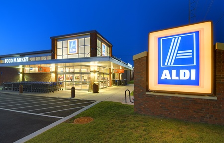 ATHENS, GEORGIA: MAY 8, 2012: Aldi Food Market May 8, 2012 in Athens, GA. The German-based discount supermarket chain operates about 8,133 individual stores worldwide. Stock Photo - 13626966