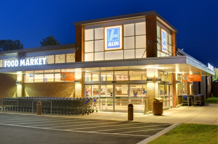 ga: ATHENS, GEORGIA: MAY 8, 2012: Aldi Food Market May 8, 2012 in Athens, GA. The German-based discount supermarket chain operates about 8,133 individual stores worldwide. Editorial