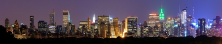 マンハッタンのミッドタウン夜ニューヨーク市でのパノラマ