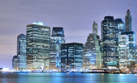 Lower Manhattan bei Nacht in New York City